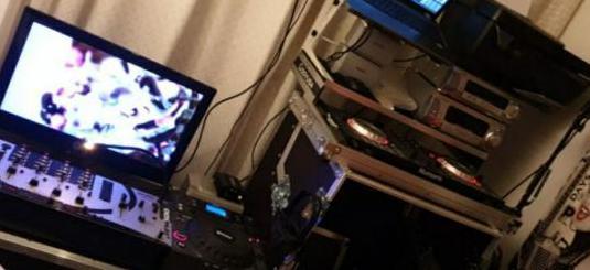 Home studio equipo dj analogico y digital