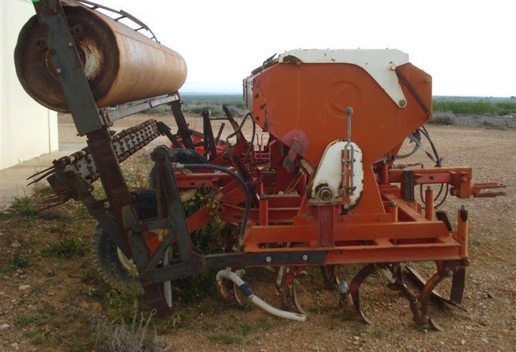 Venta de sembradora larrosa 26 rejas con rulo trasero en