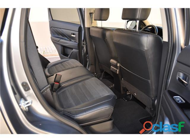 Mitsubishi Outlander PHEV Kaiteki 4WD 3