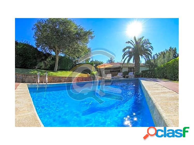Chalet con piscina cerca del mar