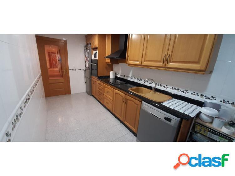 Vende piso, garaje y trastero