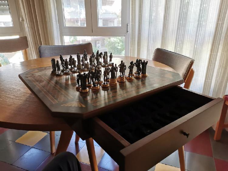 "Mesa de ajedrez ""la reconquista de granada""."
