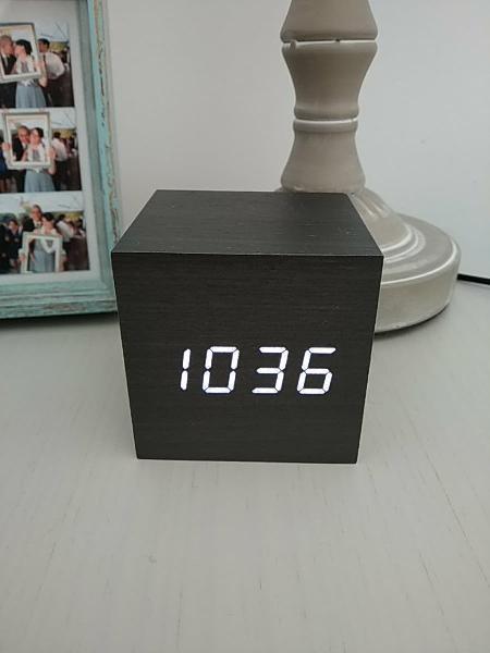 Reloj digital led efecto madera