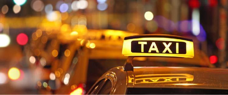 Licencia de taxi y coche en el entrego