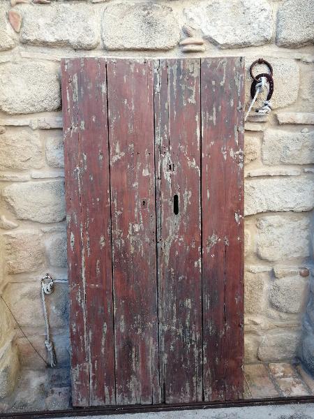 Puerta antigua de doble hoja