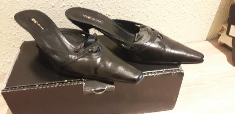 Zapatos negros de piel fiesta de mango número 40.
