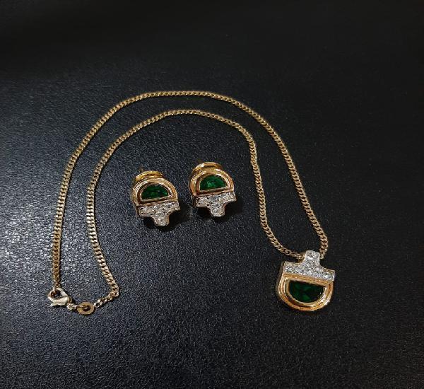 Conjunto colgante y pendientes esmeralda y circonitas.
