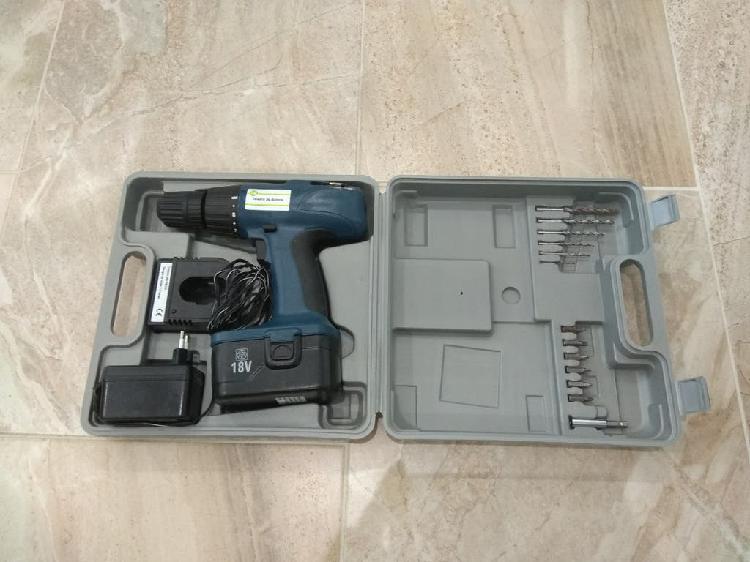 Taladro atornillador 18v con accesorios