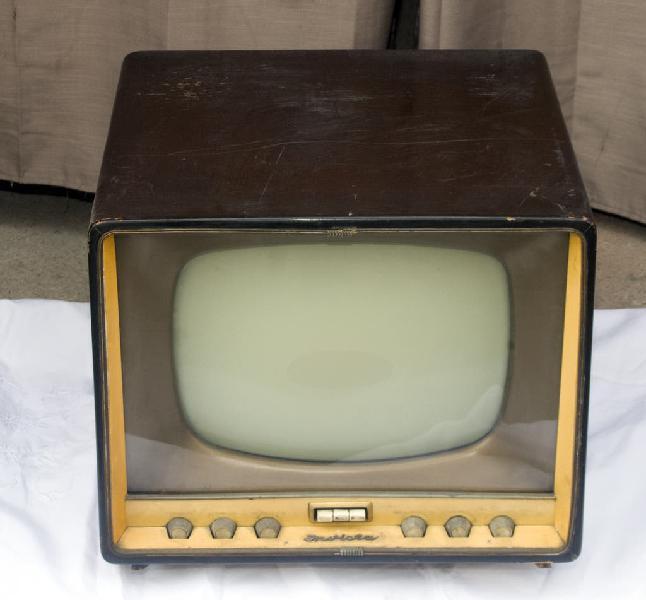 Televisor invicta, sin comprobar