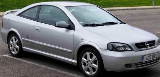Opel astra 2.2 16v bertone edition