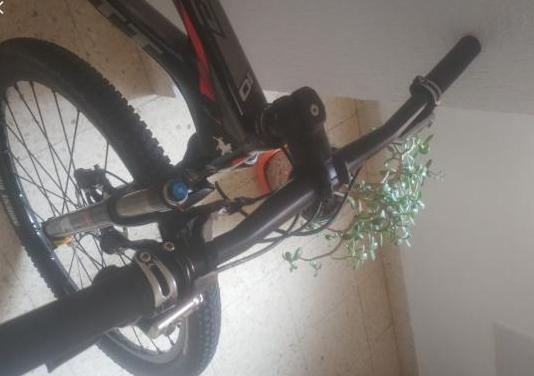 Bicicleta scott scale 910 carbono,.