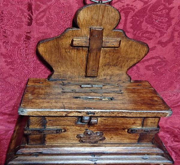 Bonito limosnero de madera y forja estilo rustico para