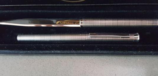 Bolígrafo abrecartas Pierre Cardin.