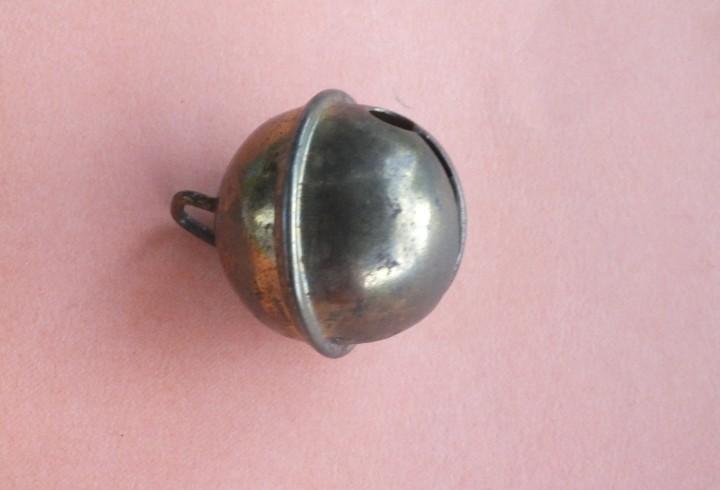 Cascabel de metal dorado latón 3 cm de diámetro