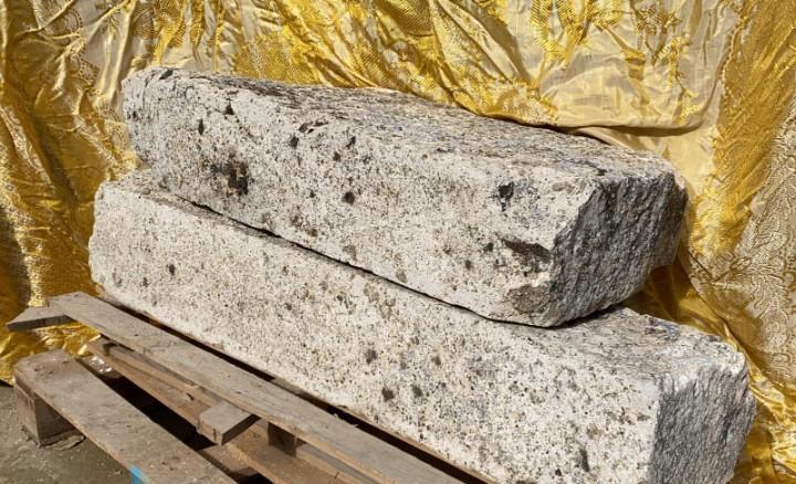 Piedras antiguas de silleria de caliza la de arriba 90 x 43