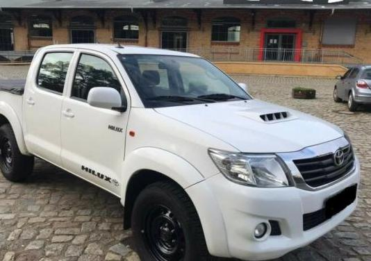 Toyota hilux 2.5 d4d cabina simple gx 4x4