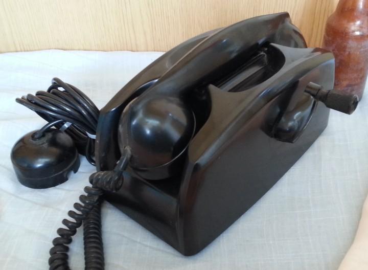 Teléfono antiguo en baquelita. años 50.