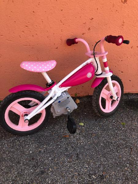 Bicicleta de aprendizaje niña