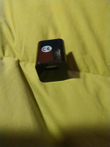 Mini cámara espía suppogy con apariencia cargador