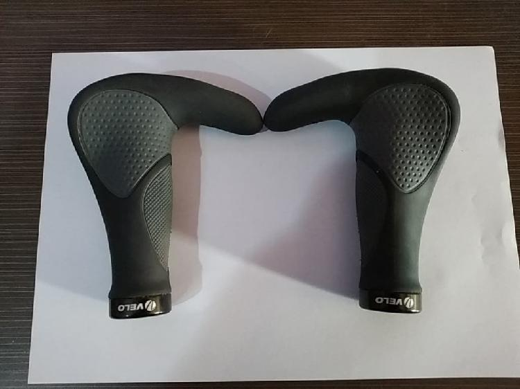 Puños/manetas de silicona con diseño ergonómico.