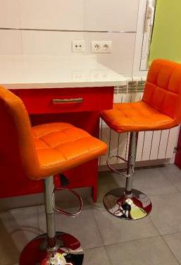 2 taburetes de cocina color naranja