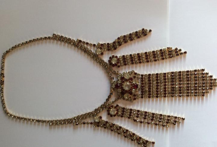 Precioso collar de cristales vintage años 40 tonos rojos y