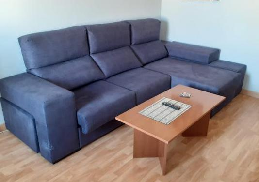 Sofá chaise longe 3 plazas con puff