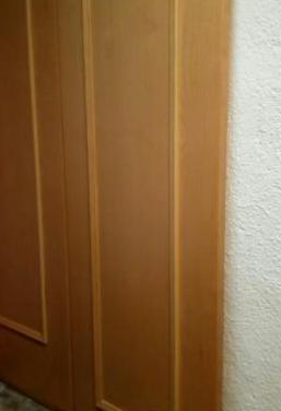 Puertas de madera en color beig, natural o miel