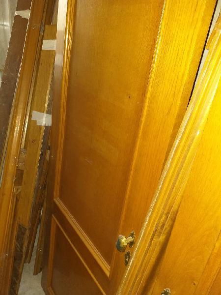 Puertas roble maciza con manillas, jambas y rodap