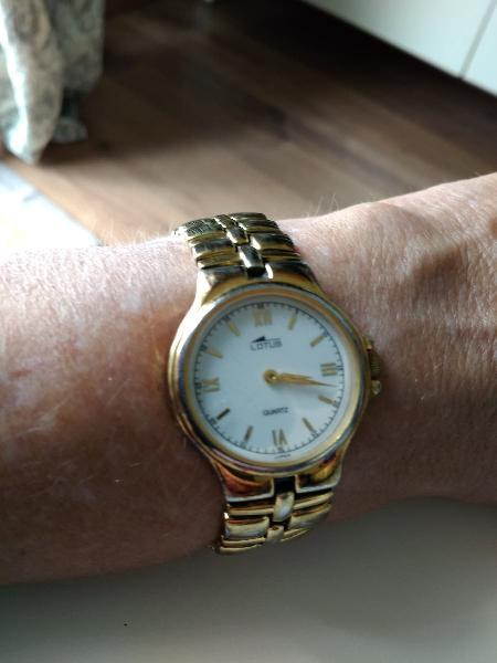 Reloj lotus sra