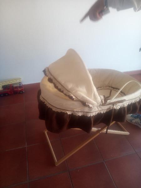 Capazo bebé (50€) coche jane (200€)