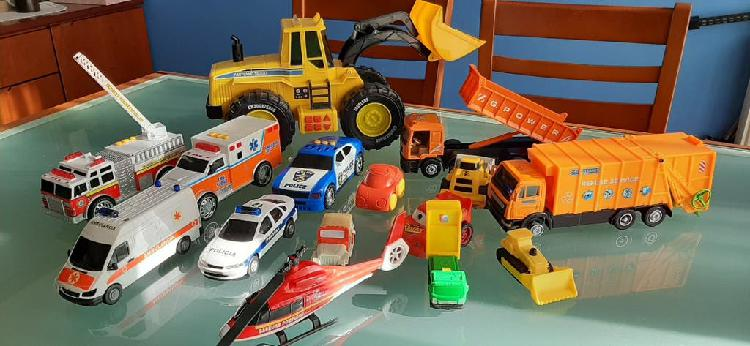 lote de juguetes, coches, camiones, excavadora....