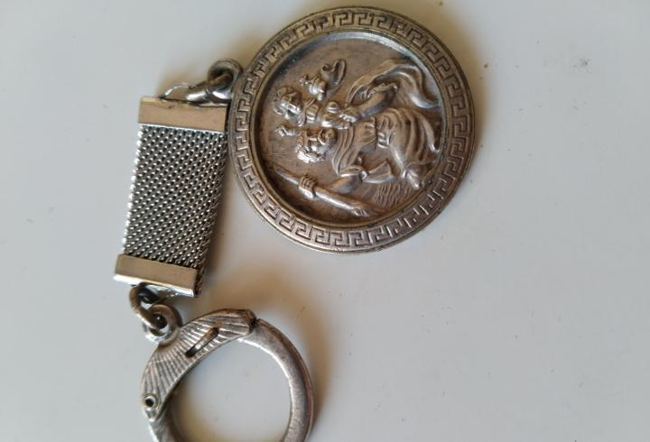 Antiguo llavero de plata de san cristóbal.