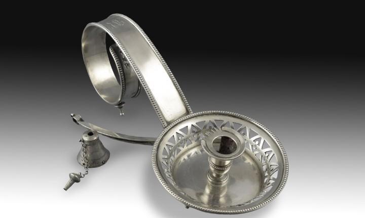 Palmatoria de plata de ley, siglo xix. con marcas de