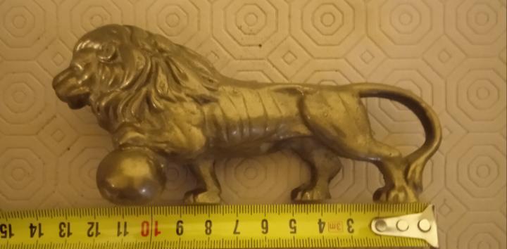 Animal antiguo y precioso león de bronce