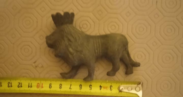 Animal precioso león coronado muy antiguo de bronce
