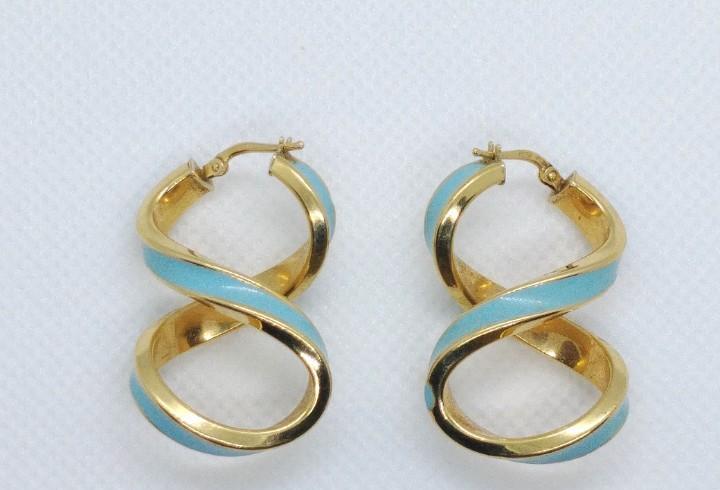 Aros de oro de 18 kilates en forma de ocho con esmalte azul