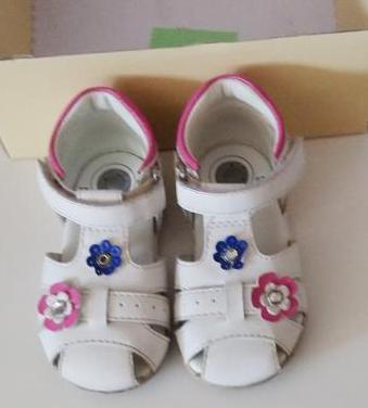 Sandalias niña de chicco