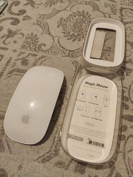 Ratón apple magic mouse.