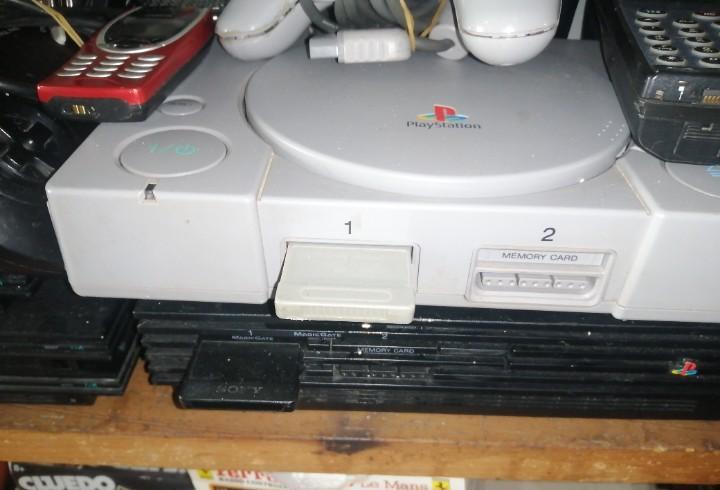 Consoloa play station 1 dos mandos y cables no esta probada