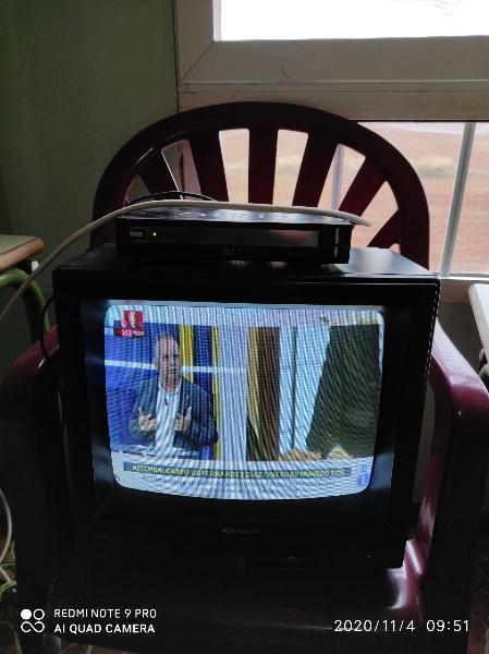 Se vende televisión + tdt funciona perfectamente.