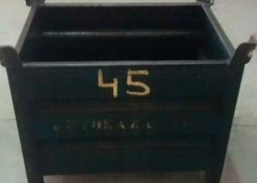 Ceston de metal usado 86 x 64 x 50 cm