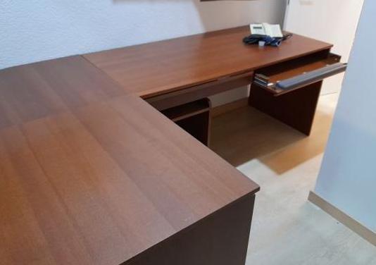 Mesa de escritorio con ala y cajonera
