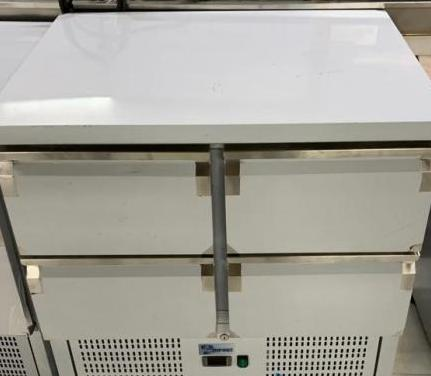 Mesa refrigerada 4 puertas