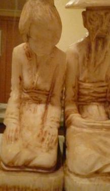 Antigua y bonita pareja de chinos tallados en alab