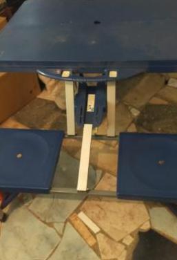 Mesa plegable de 4 asientos incorporados