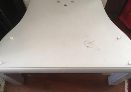 Mueble televisión con estantes