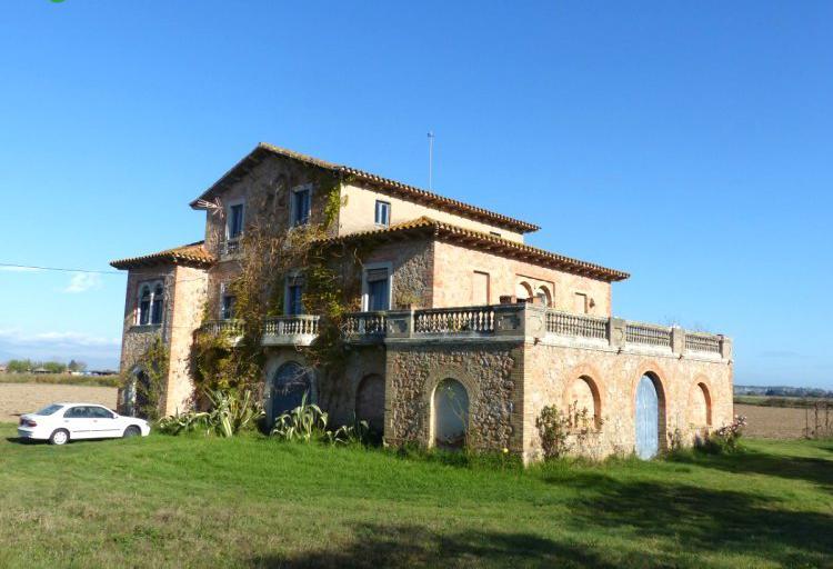 Venta de gran mansión rodeada de 2 hectáreas de terreno en