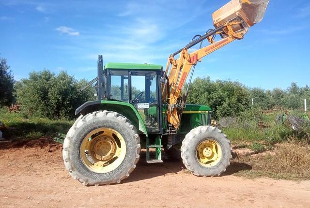 Venta de tractor con pala john deere 6205 en sevilla