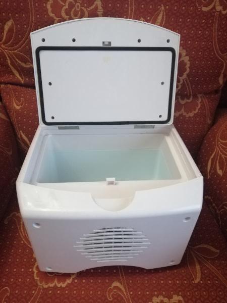 Nevera portátil para coche enfría y calienta
